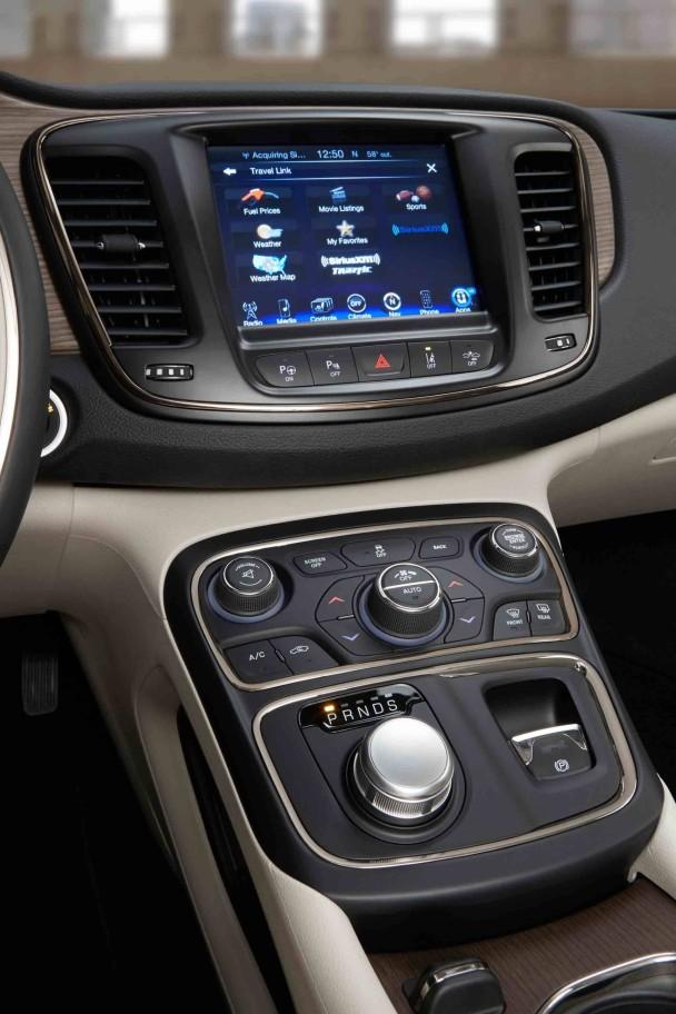 _Chrysler-200-innen