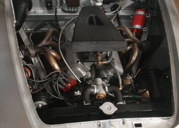 _Fiat 8V Ghia silber motor