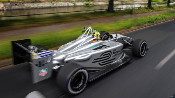 Lucas di Grassi im Formel-E-Auto in Berlin
