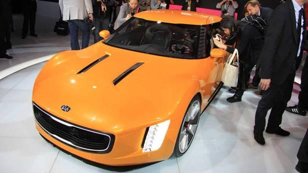 _Kia-GT4-Stinger-detroit-2014