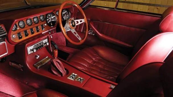 _Lamborghini-Islero-silber-innen
