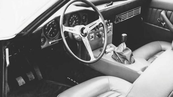 _Lamborghini-Islero-silber-innen2