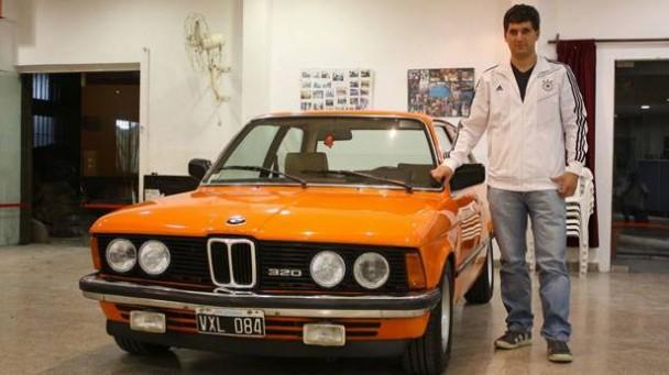 Ein BMW 320 mit seinem Besitzer