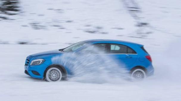 _Mercedes-Benz-A250-4matic-seitlich4