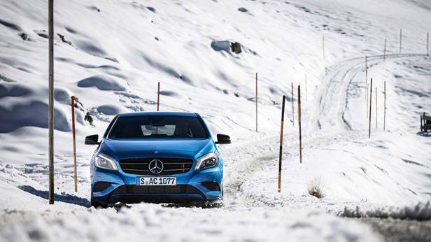 Der Mercedes-Benz A 250 4matic auf Schneefahrbahn