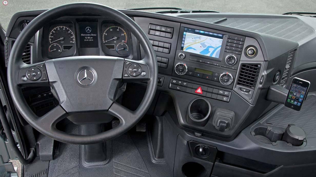_Mercedes-Benz-Arocs-SLT-innen