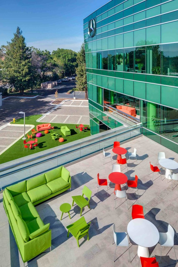 _Mercedes-Benz-Entwicklungszentrum-in-Sunnyvale-aussenaufnahme
