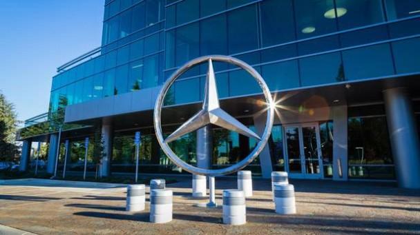 _Mercedes-Benz-Entwicklungszentrum-in-Sunnyvale-aussenaufnahme-eingang