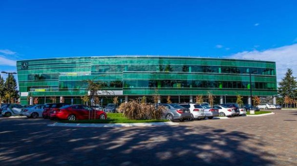 _Mercedes-Benz-Entwicklungszentrum-in-Sunnyvale-aussenaufnahme2