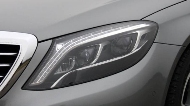 LED-Scheinwerfer der Mercedes S-Klasse