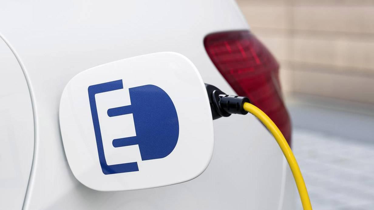 _Mercedes_B-Klasse_Electric_Drive_stromanschluss