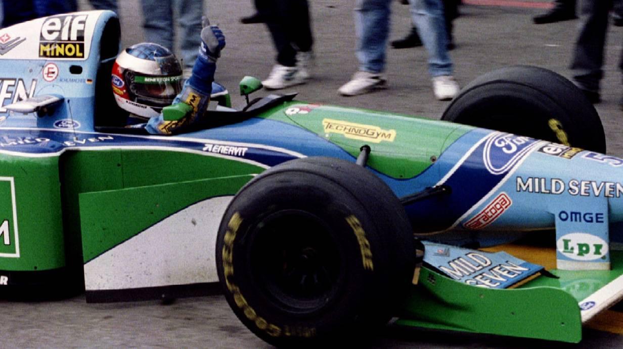 Michael Schumacher feiert seinen Sieg beim Grand Prix von Brasilien in Interlagos 1994.  Bild ©: Reuters