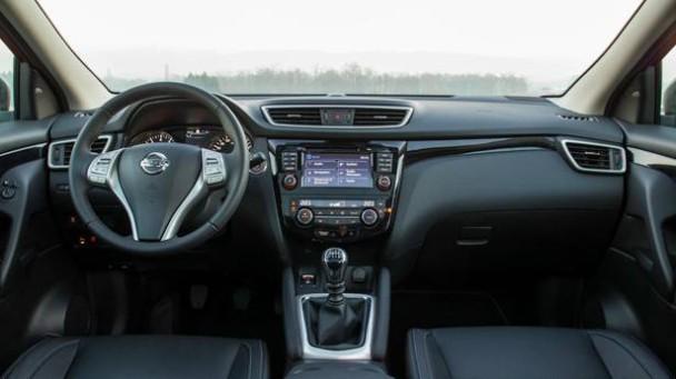 _Nissan-Qashqai-1.5-dCi-innen-vorne