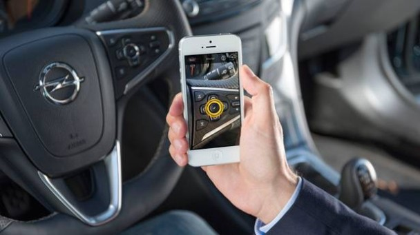 _Opel-Insignia-Sport-Tourer-OPC-2013-mit-smartphone2
