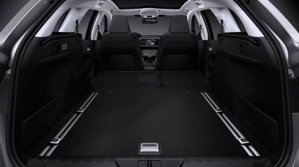_Peugeot-308-SW-Genfer-Salon-2014-kofferraum