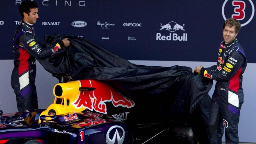 Der RB10 wird von Ricciardo und Vettel enthüllt.