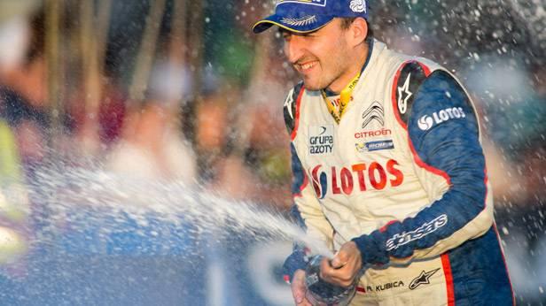 Robert Kubica feiert seinen Sieg bei der Rallye Spanien 2013