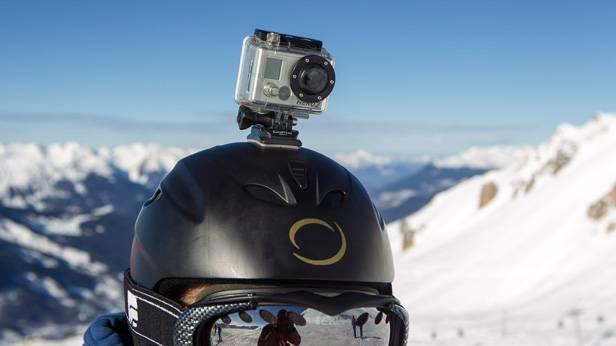 Schumacher fuhr mit einer Helmkamera des Typs GoPro  (c) REUTERS/Emmanuel Foudrot
