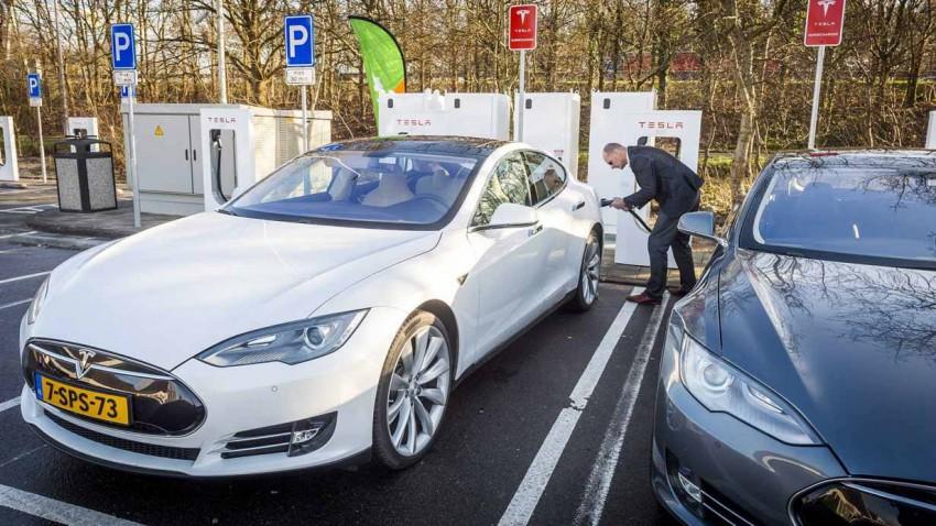 Tesla wird aufgeladen
