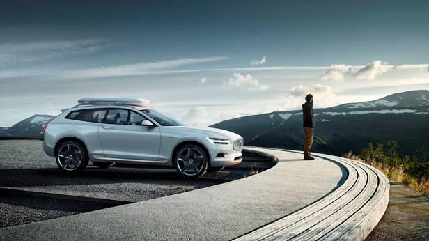 Volvo Concept XC Coupé mit langhaarigem Typ bei einer Klippe