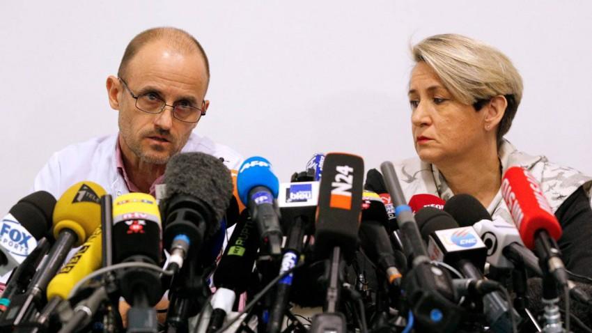 Die Direktorin der Klinik Jacqueline Hubert (R) und Professor Jean- Francois Payen.