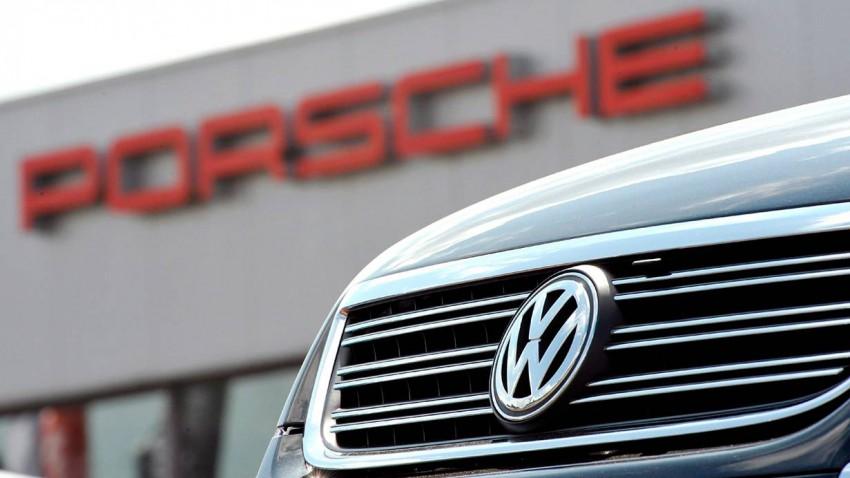 Autohändler bieten derzeit, je nach Hersteller und Modell, ohne verhandeln zu müssen, bis zu 6.720 Euro Nachlass. © UWE ZUCCHI / EPA / picturedesk.com