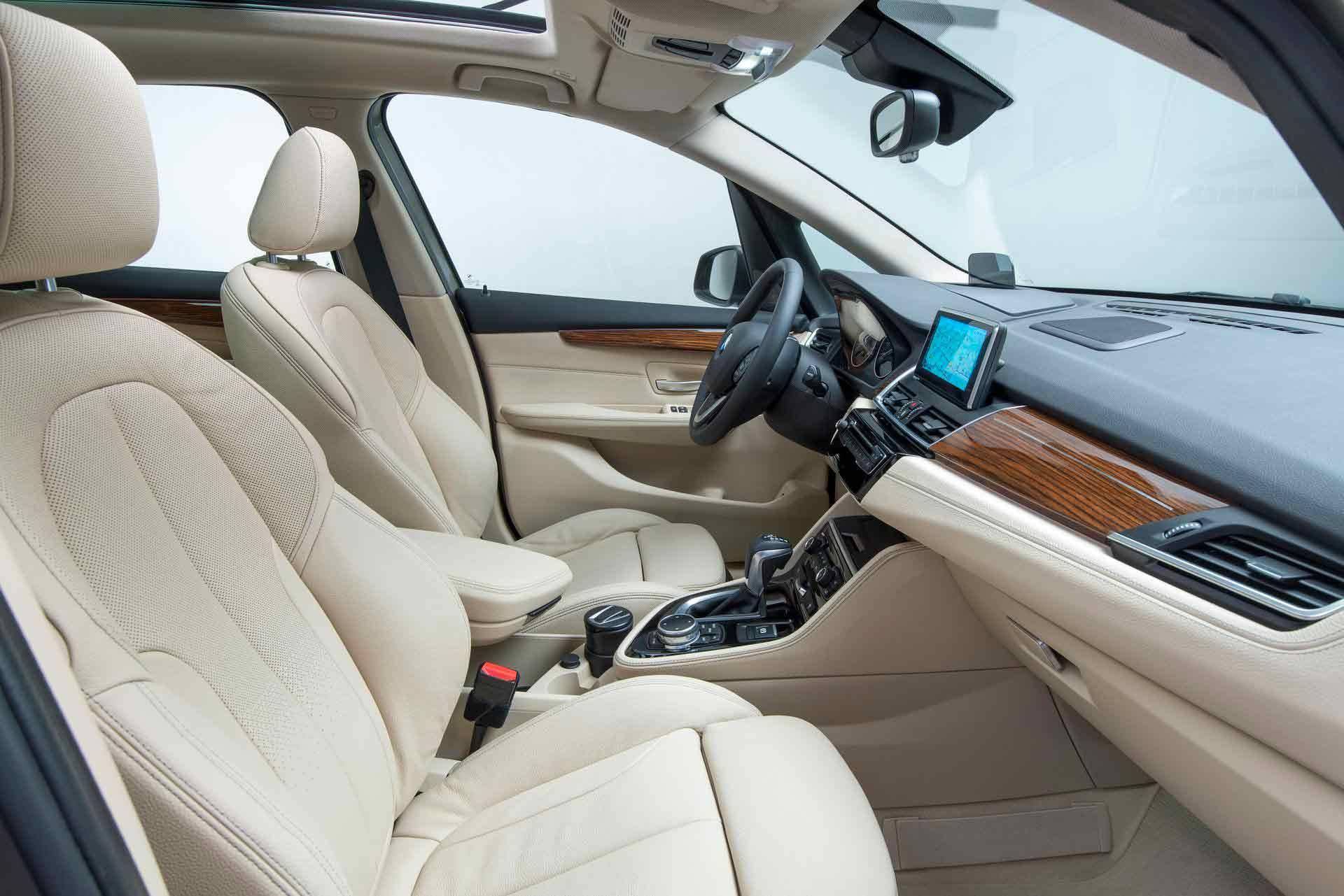 _BMW-Active-Tourer-vordersitze