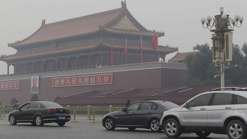 Verkehr auf dem Tiananmenplatz in Peking