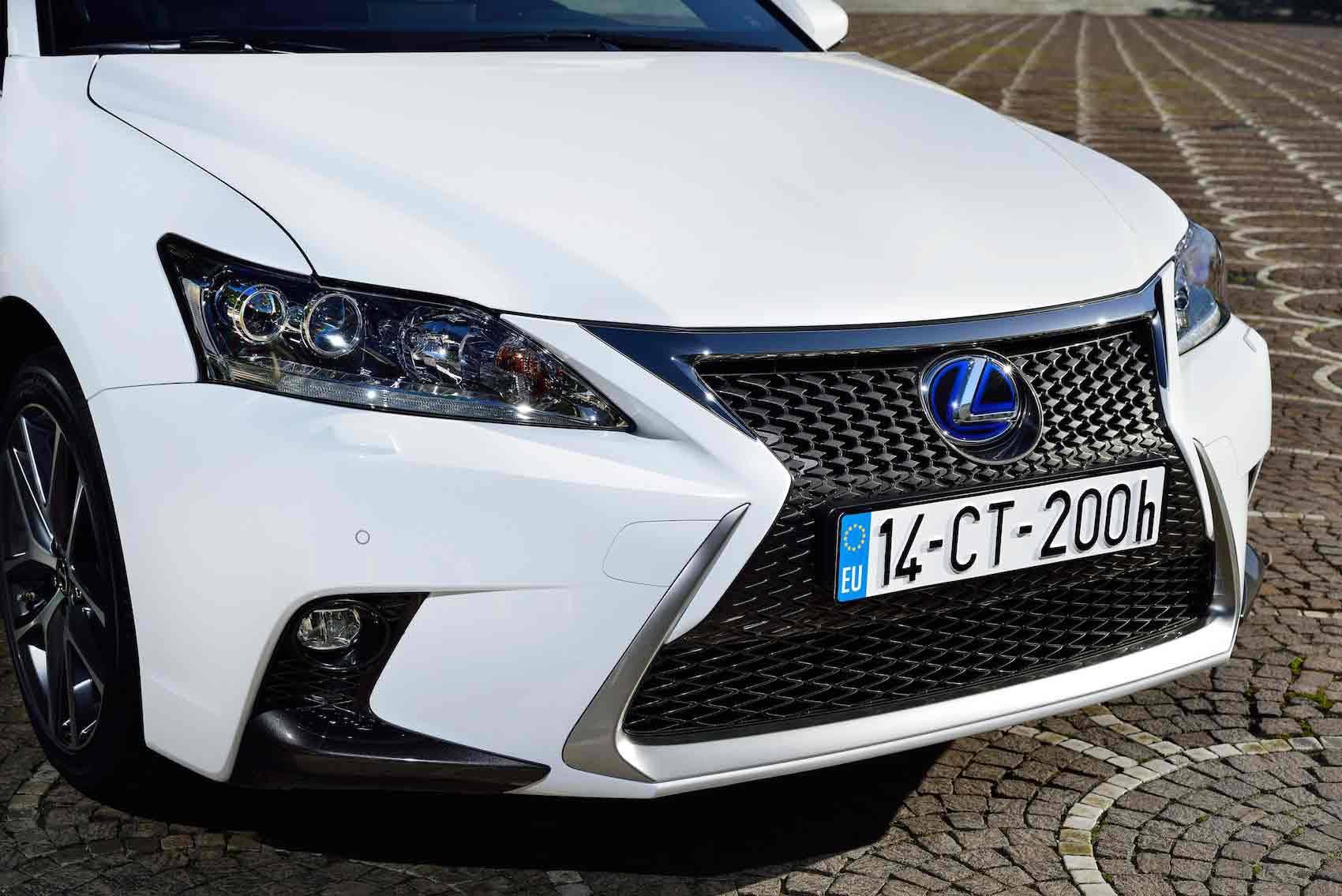 _Lexus-CT-200h-kuhlergrill