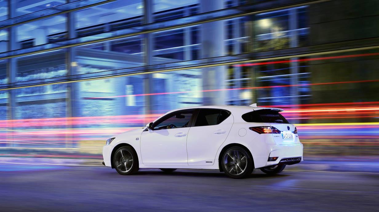 _Lexus-CT-200h-seitlich