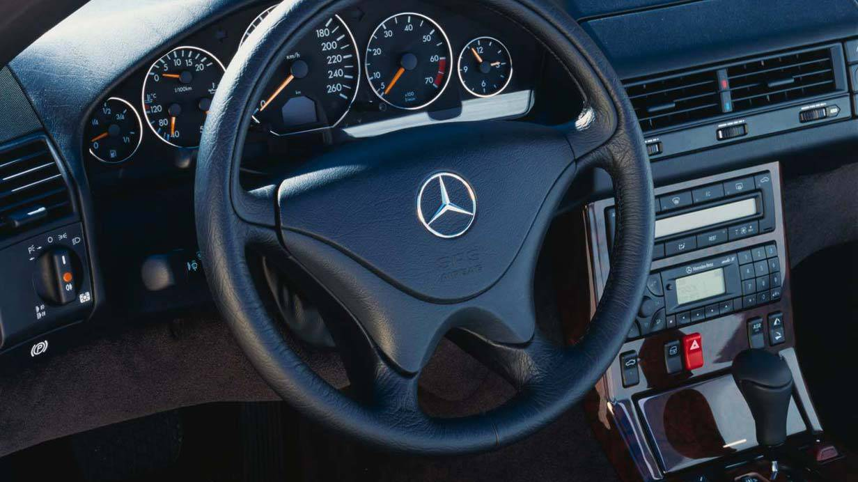 _Mercedes-SL-R129-lenkrad
