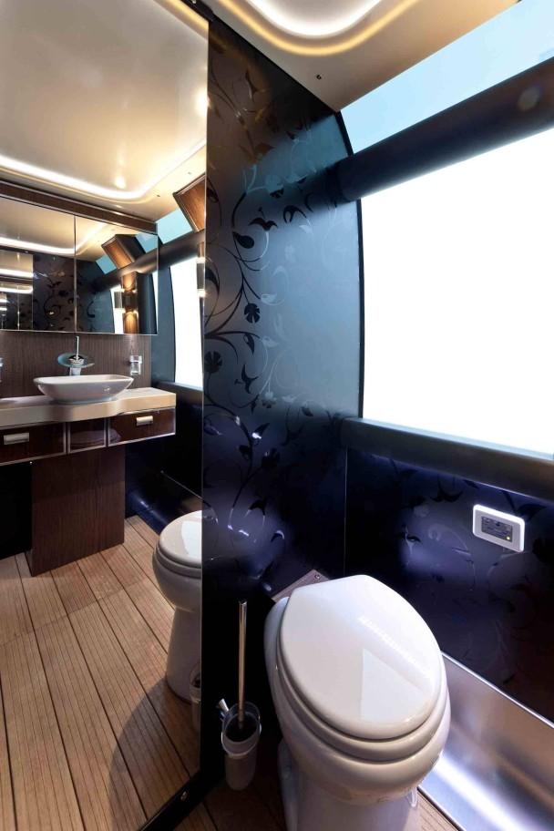 _Neoplan-Starliner-toilette