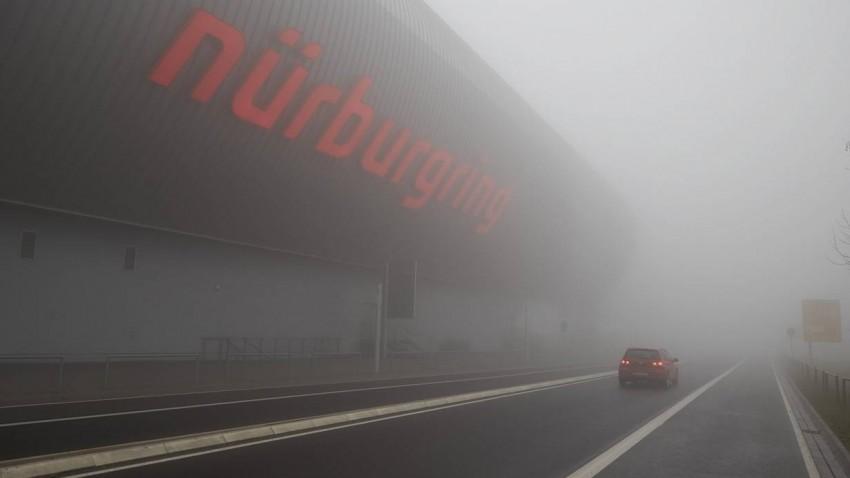 Der Nürburgring im Nebel.