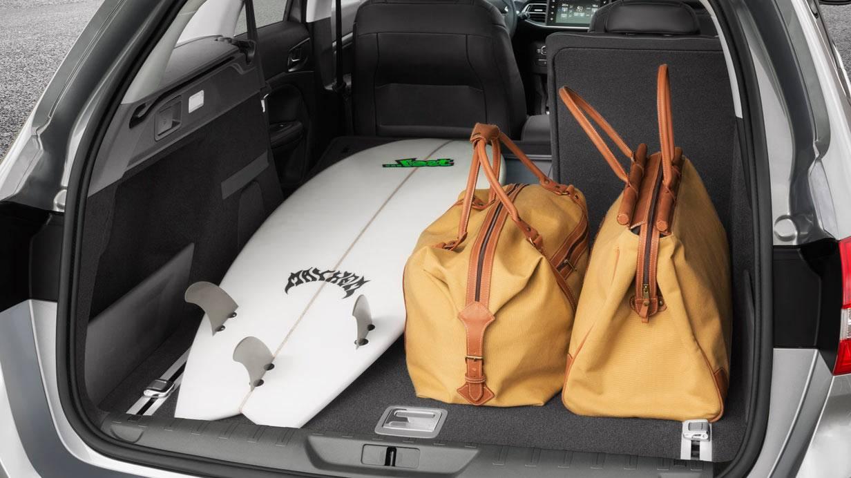 _Peugeot-308-SW-kofferraum-voll
