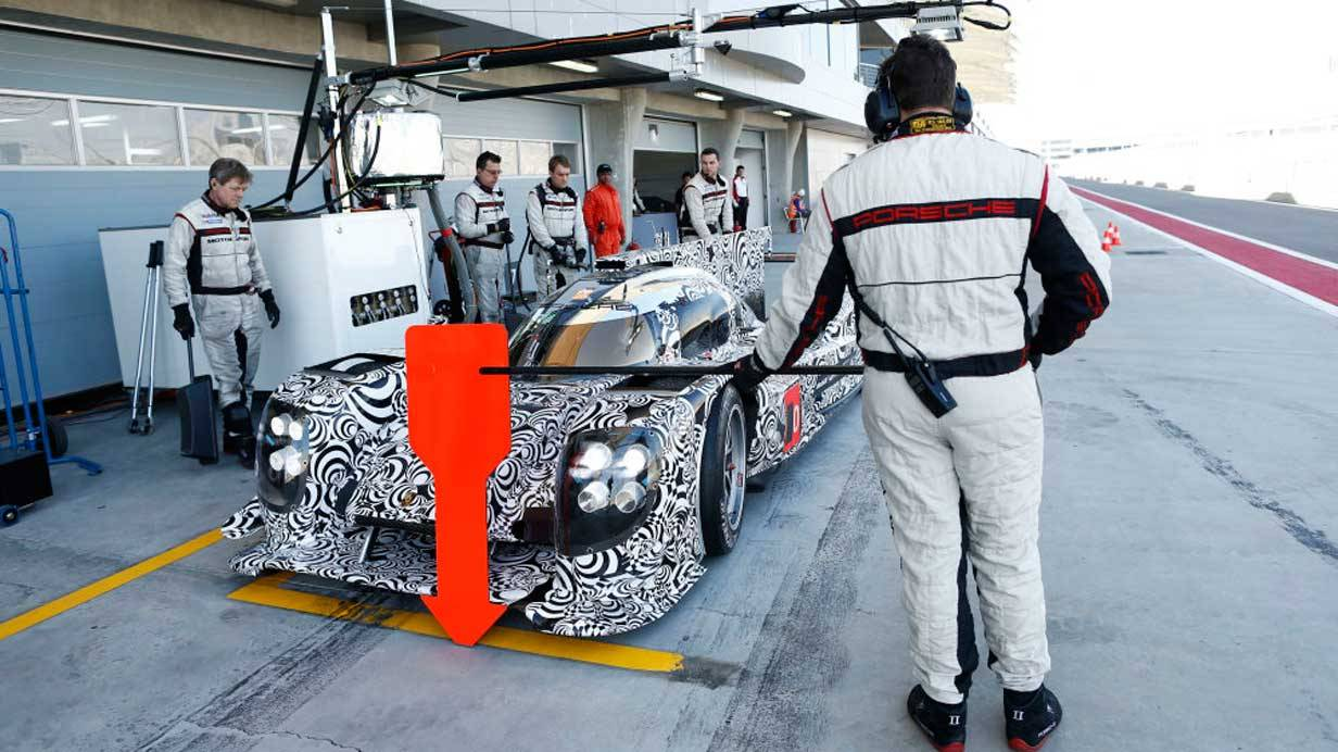 _Porsche-919-Hybrid-Tests-in-Bahrain-boxenstopp