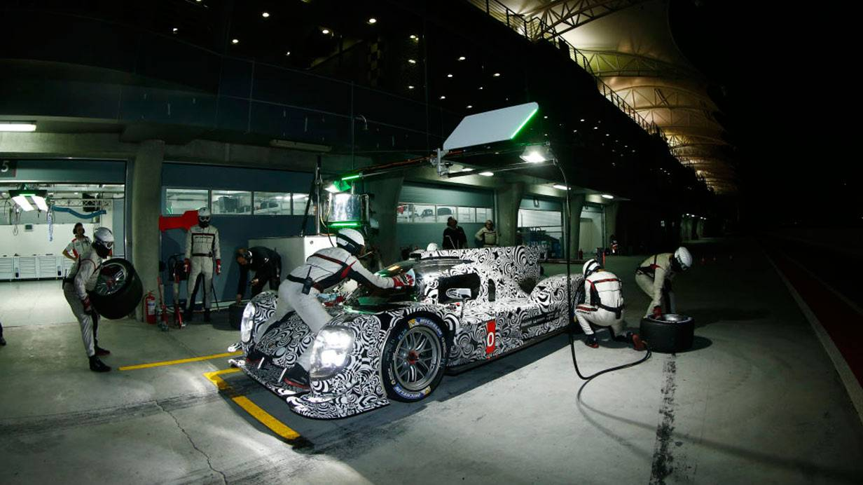 _Porsche-919-Hybrid-Tests-in-Bahrain-boxenstopp2