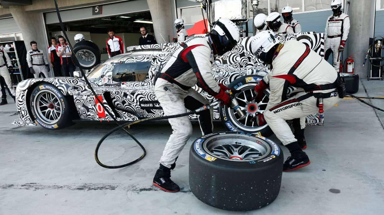 _Porsche-919-Hybrid-Tests-in-Bahrain-reifenwechsel