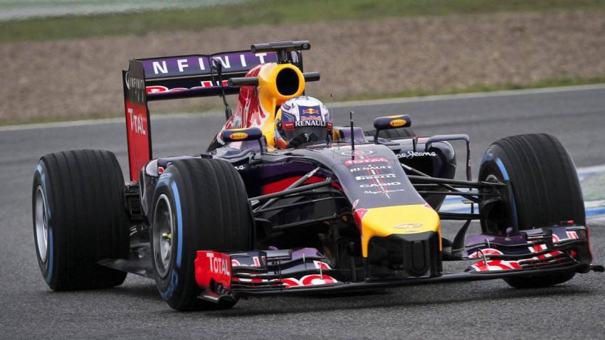 Daniel Ricciardo im RB10 in Jerez