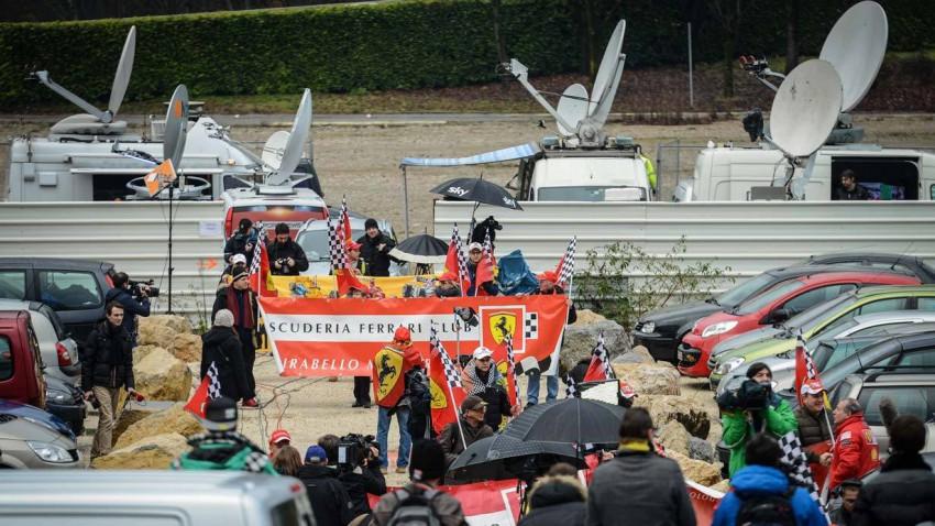 Presse vor dem Krankenhaus in Grenoble