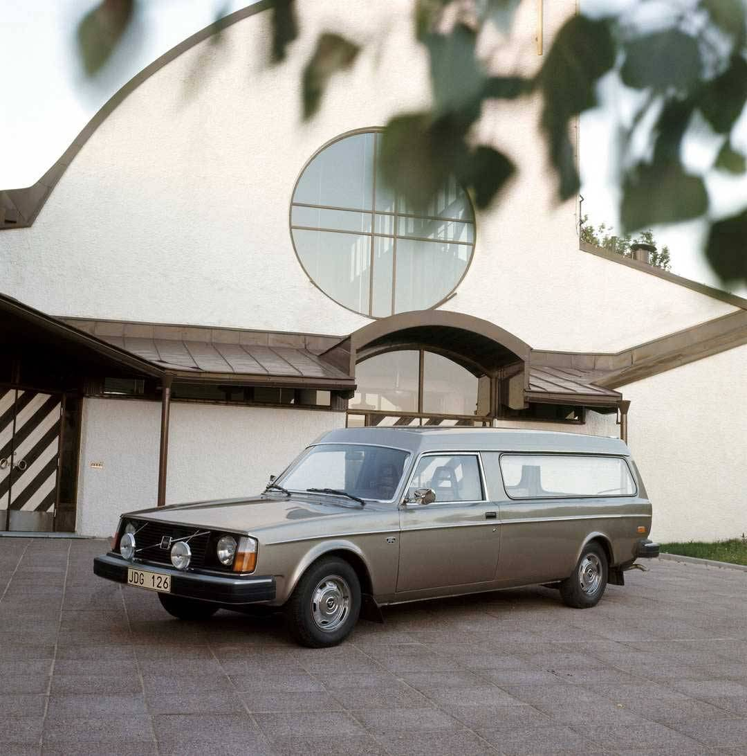 Der Volvo 245 als Bestattungsfahrzeug