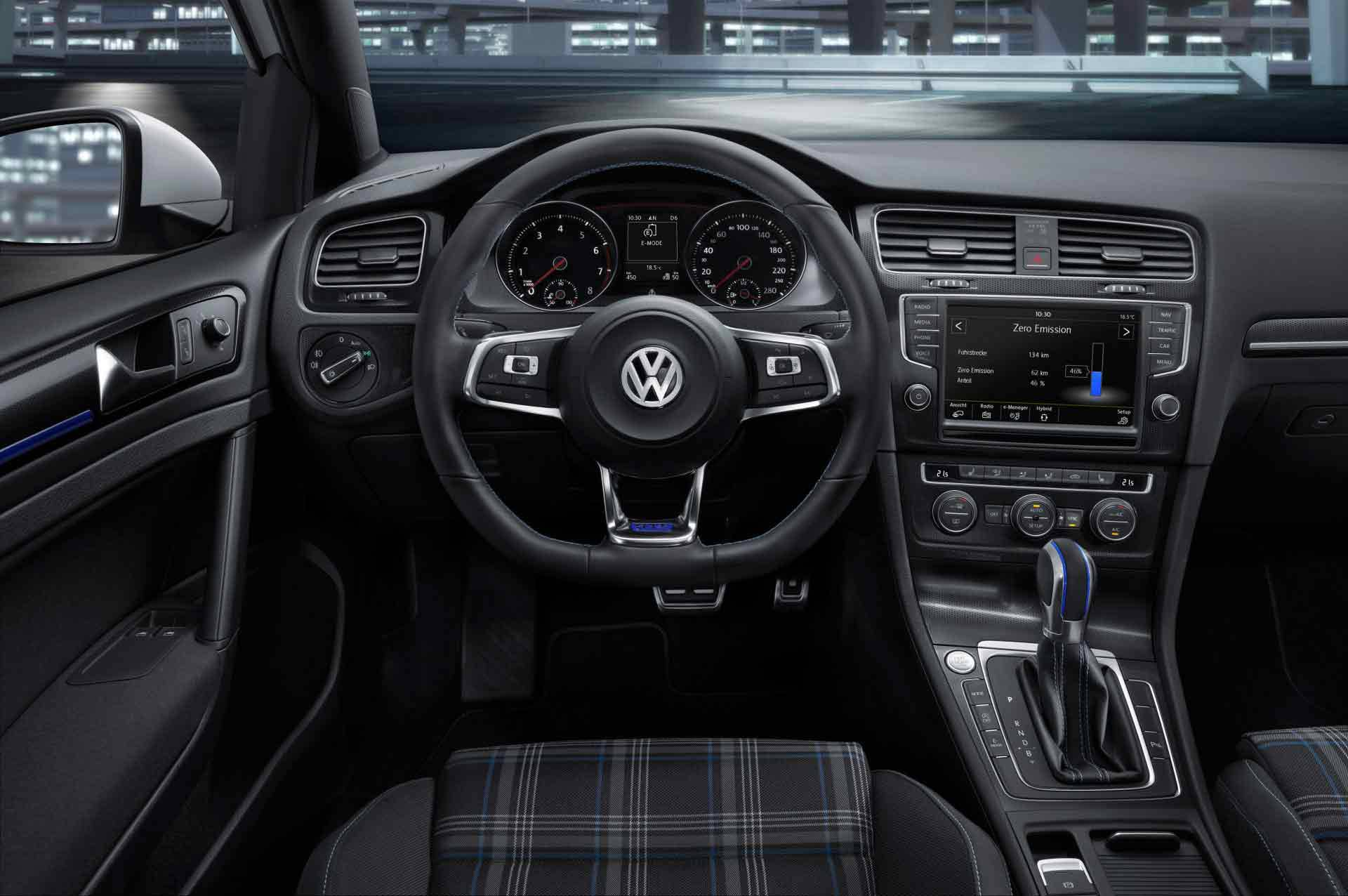 _VW-Golf-GTE-innen