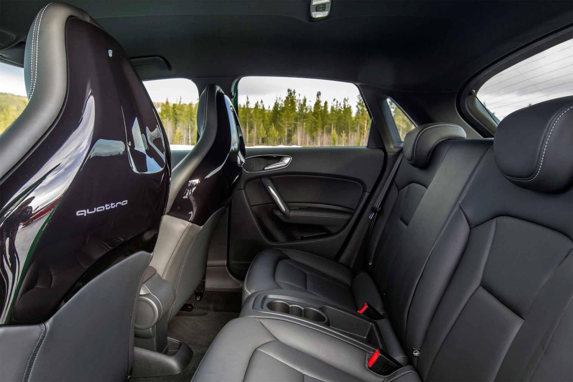_Audi-S1-innen-hinten