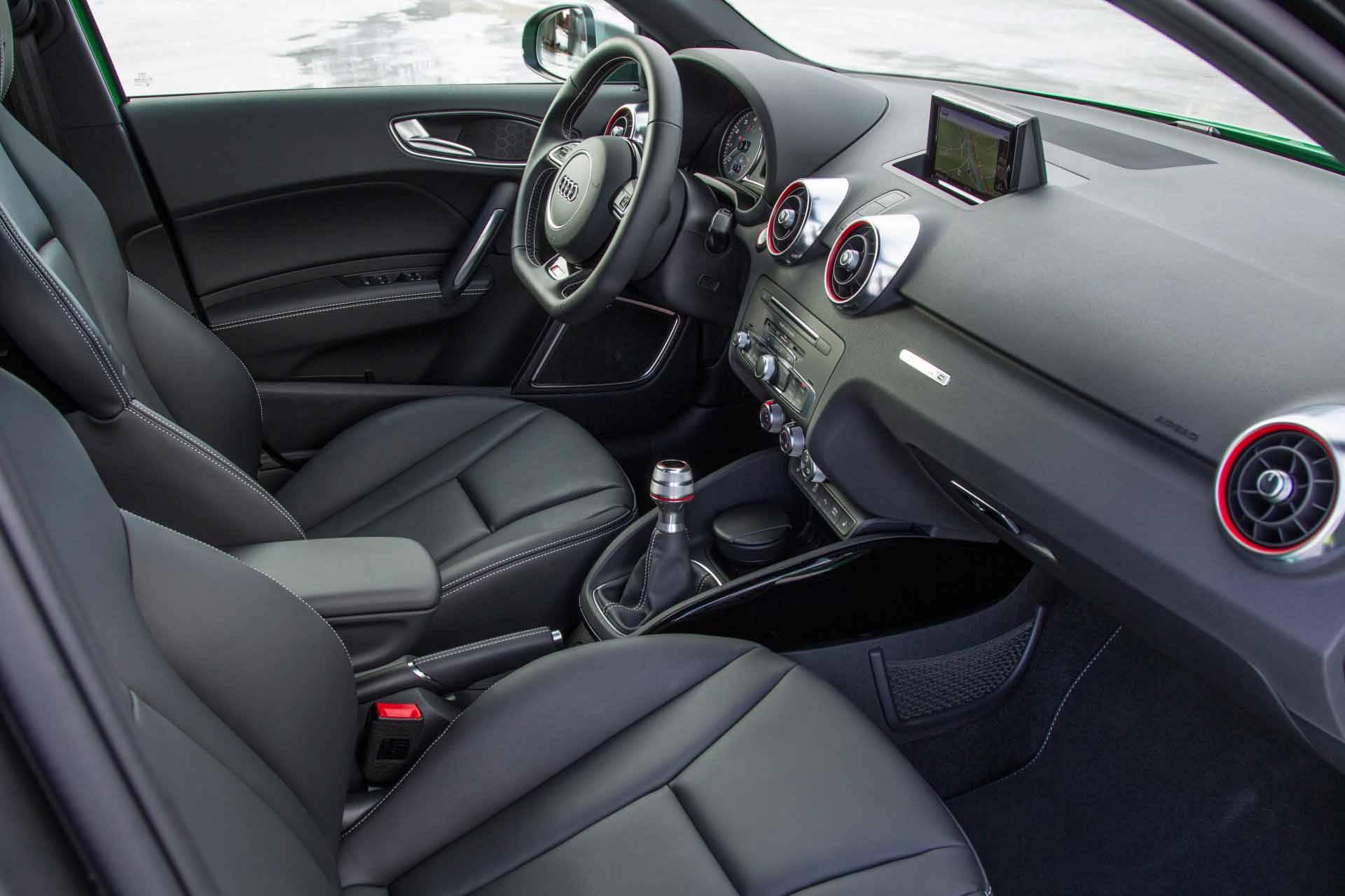 _Audi-S1-innen-vorne