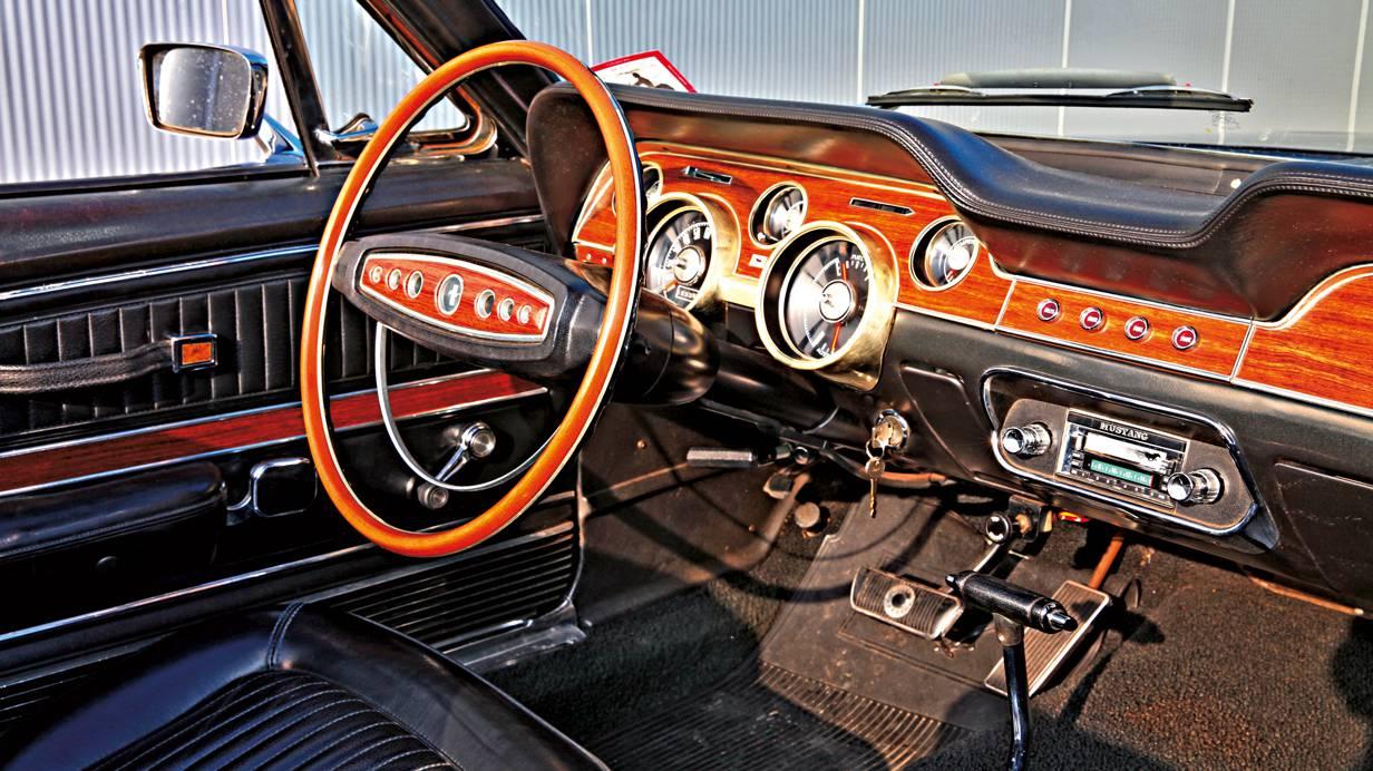 ford mustang 1969 kaufberatung schwarz innenraum cockpit interieur lenkrad