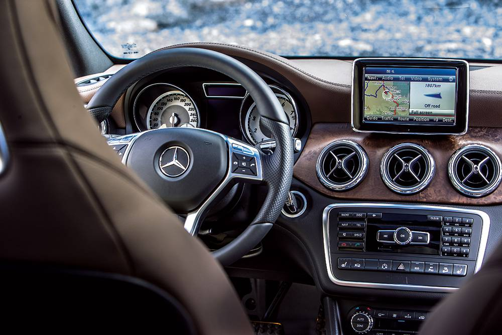 mercedes benz gla 2014 innenraum cockpit interieur display