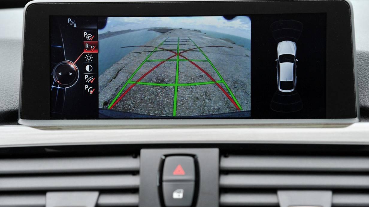 _BMW-318d-GT-display