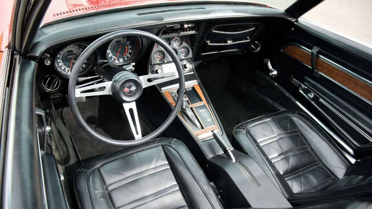 _Chevrolet-Corvette-LT-1-innen