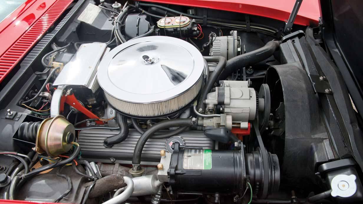 _Chevrolet-Corvette-LT-1-motor