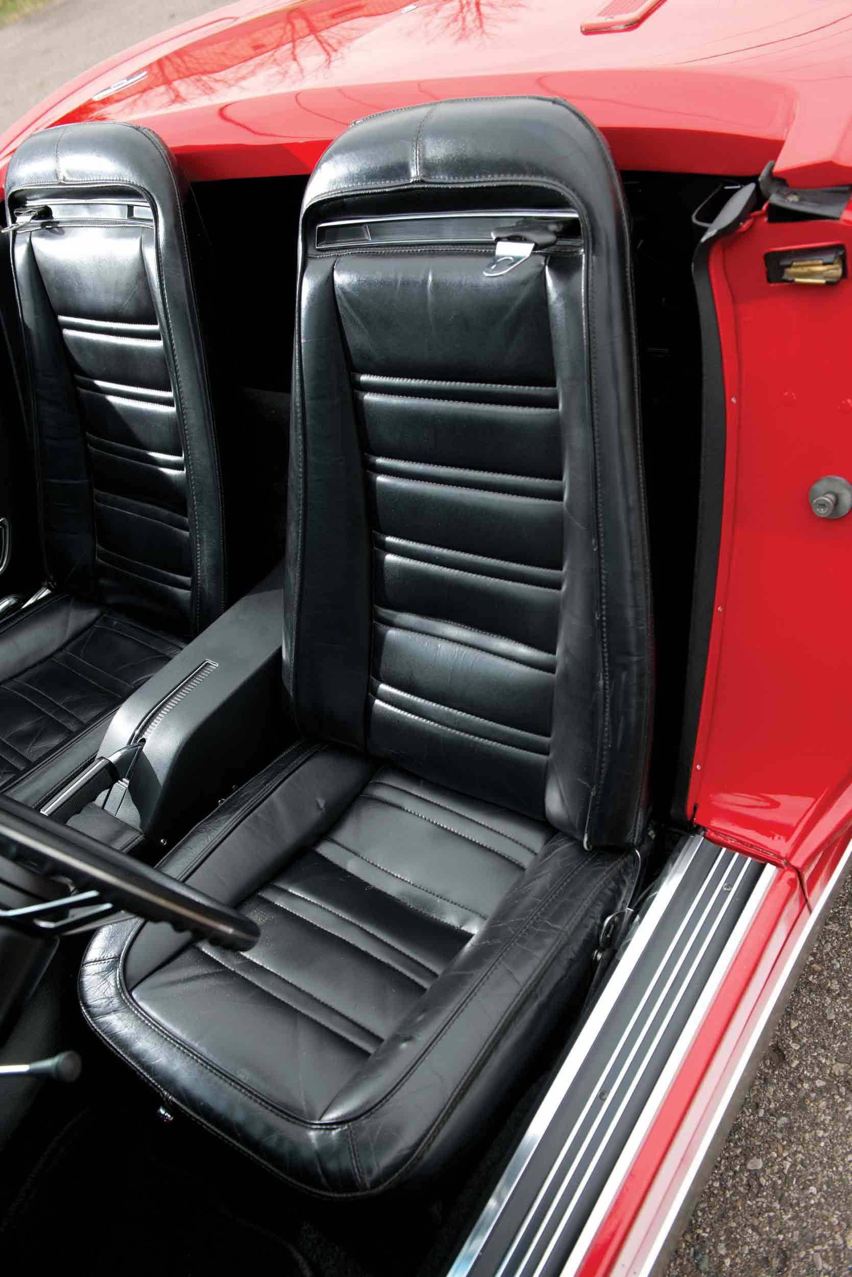 _Chevrolet-Corvette-LT-1-sitz