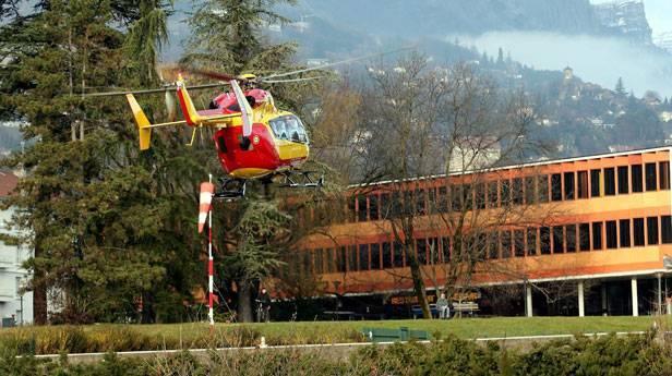 Schumacher wird derzeit in Grenoble behandelt. © Bild: EPA / Christophe Agostinis / picturedesk.com
